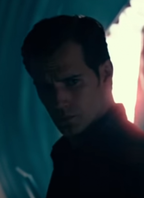 Uniforme preto de Super-Homem foi cortado