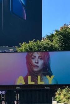 Personagem de Nasce Uma Estrela ganha outdoor real em Los Angeles